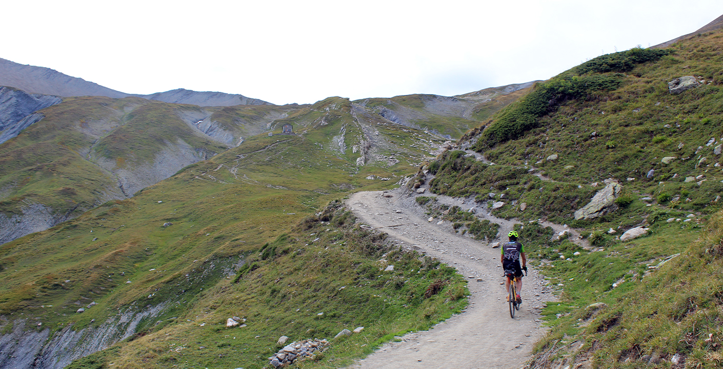 Gravel Biking /Tour du Mont-Blanc